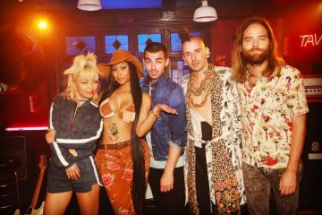 """Nicki Minaj colabora en nuevo tema de DNCE: """"Kissing Strangers"""". Cusica plus"""