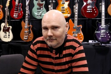 Billy Corgan se presenta como William Patrick Corgan en su debut como solista. Cusica Plus.