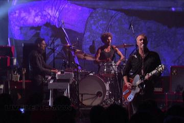 "Queens Of The Stone Age tocó en vivo su reciente sencillo ""The Way You Used To Do"". Cusica Plus."