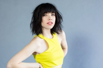 "Carly Rae Jepsen nos regala un adelanto del video de ""Cut To The Feeling"". Cusica Plus."