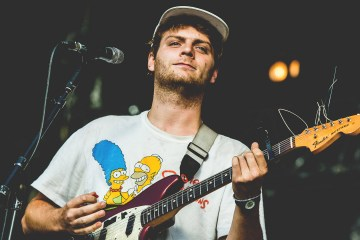 "Mac DeMarco nos invita a un viaje en el nuevo video de ""This Old Dog"". Cusica Plus."