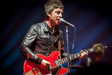 Noel Gallagher le pone fecha de lanzamiento a su nuevo disco. Cusica Plus.