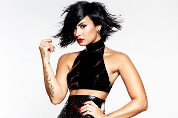 Demi Lovato sigue con su pop directo y sexy en 'Tell Me you Love Me'. Cusica Plus.
