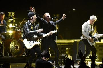 "U2 recorre Nueva York en el video de ""You're The Best Thing About Me"". Cusica Plus."