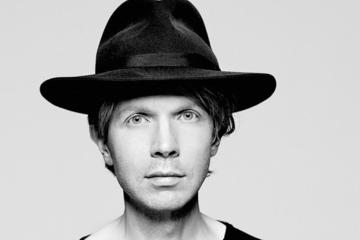 "Beck estrenó en vivo ""Up All Night"" en 'Later… With Jools Holland'.Cusica Plus."