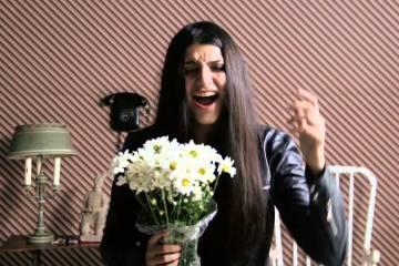 """Claudia Prieto canta desde el exilio en el sencillo """"Extranjera"""". Cusica Plus."""