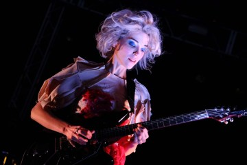 St Vincent comparte un tema exclusivo de la edición japonesa de 'Masseduction'. Cusica Plus.