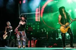 "Dave Grohl se une a Guns N' Roses para interpretar ""Paradise City"". Cusica Plus."