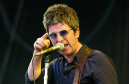 Noel Gallagher nos lleva por el universo en su nuevo sencillo. Cusica Plus