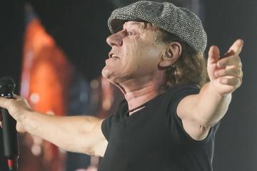 Brian Johnson le rinde tributo a Malcolm Young su compañero de AC/DC. Cusica Plus.