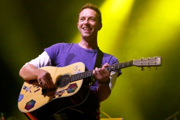 Chris Martin de Coldplay apareció en Modern Family. Cusica Plus.