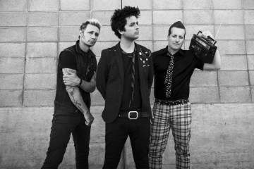 "Green Day estudia el sueño americano en ""Back In The USA"". Cusica Plus."