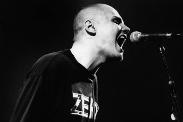 Billy Corgan nos lleva en un viaje de realidad virtual en su nuevo video. Cusica-Plus.