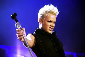 "Pink muestra su lado más emocional en el video de ""Wild Hearts Can't Be Broken"". Cusica Plus."