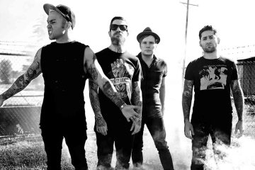 "Fall Out Boy se pone a la venta en el video de ""Wilson (Expensive Mistakes)"". Cusica Plus."