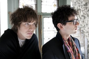"MGMT sigue mostrando su lado más oscuro con ""Hand It Over"". Cusica Plus."
