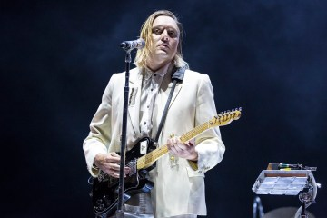 "Win Butler interpreta ""Intervention"" de Arcade Fire en un Karaoke de Los Angeles. Cusica Plus."