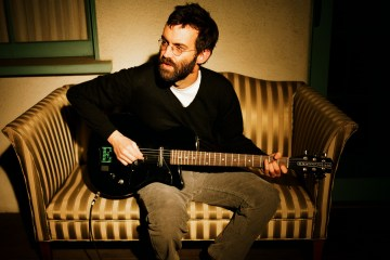 "Eels se pone optimista en el sencillo ""Today Is The Day"". Cusica Plus."