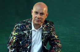 """Brian Eno sigue la senda de la música ambiental con """"Kazakhstan"""". Cusica Plus."""