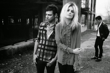 The Kills se paseó por el programa de Stephen Colbert. Cusica Plus.