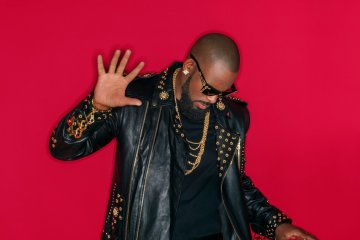 "R Kelly explota por 19 minutos en su nuevo tema ""I Admit"". Cusica Plus."