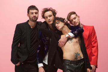 """Love It If We Made It"" de The 1975 ya cuenta con su propio videoclip. Cusica Plus."