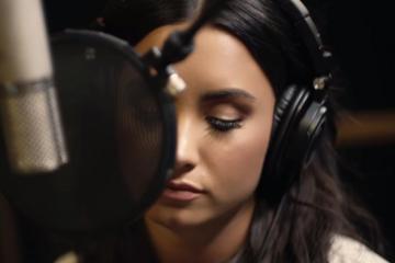Demi Lovato dañó gran parte de su voz luego de sufrir la sobredosis de drogas. Cusica Plus.