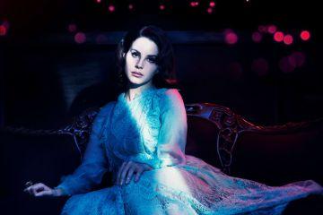 """Lana Del Rey adelanta un poco de su próximo tema """"Mariners Apartment Complex"""". Cusica Plus,"""