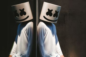 "Marshmello muestra su infancia en el video de ""Flashback"". Cusica Plus."