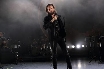 Father John Misty lanzará un disco en vivo desde el estudio de Jack White. Cusica Plus.