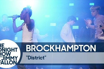 "Ve como Brockhampton cantó ""District"" en el show de Jimmy Fallon. Cusica Plus."