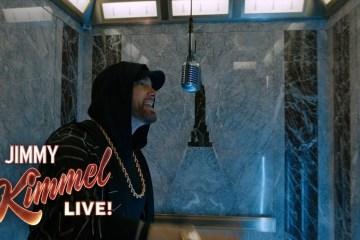 """Mira como Eminem cantó """"Venom"""" en el tope del Empire State. Cusica Plus."""