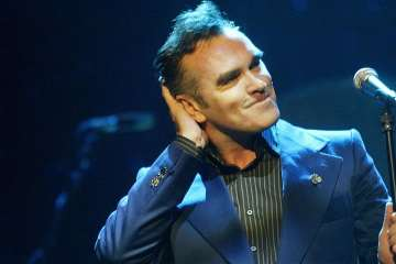 "Morrissey interpreta ""Back On The Chain Gang"" en el show de Stephen Corden. Cusica Plus."
