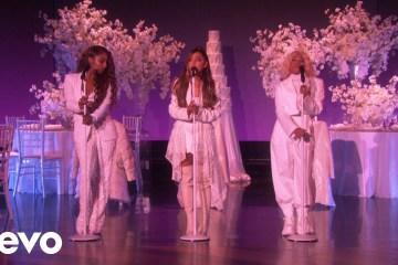 "Ariana Grande dijo presente en el show de Ellen Degeneres para cantar ""Thank U, Next"". Cusica Plus."