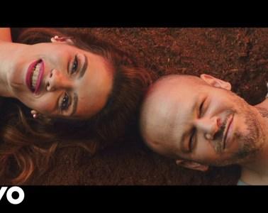 """Kany García y Residente buscan la igualdad sexual en el video de """"Banana papaya"""". Cusica Plus."""