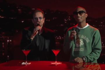 Bono y Pharrell Williams se unen para versión lounge de los Bee Gees. cusica plus.