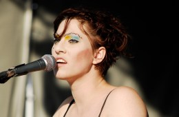 "Amanda Palmer regresa con su nuevo tema ""Downing In The Sound"". Cusica Plus."