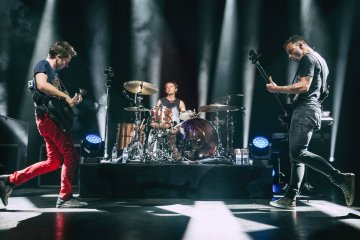 "Muse interpretó ""Cherub Rock"" y ""Zero"" de Smashing Pumpkins en Chicago. Cusica Plus."