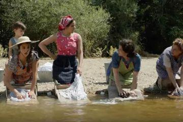 Rosalía canta y hace aparición en el nuevo trailer de 'Dolor y Gloria'. Cusica Plus.