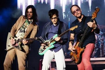 Weezer saca su lado más electrónico en su 'Black Album'. Cusica Plus.
