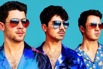 """Jonas Brothers muestran su estilo de los 80's en el nuevo tema """"Cool"""". Cusica Plus."""