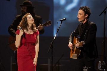 Fiona Apple y Jakob Dylan versionan a los Beach Boys para el documental 'Echo in the Canyon'. Cusica Plus,