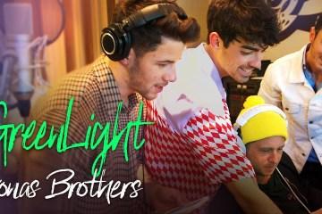 """Jonas Brothers estrena el nuevo tema """"Greenlight"""" para 'Songland' de NBC. Cusica Plus."""