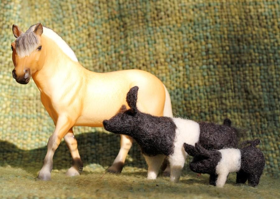 breyer horse pig friends