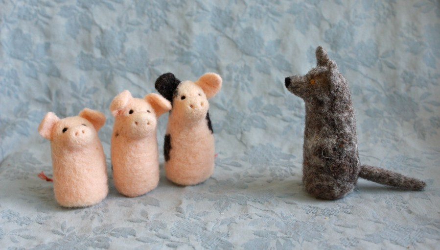 The Three Little Pigs - Storytime with Fiber Friends Finger Puppets
