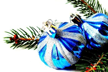 christmas-baubles-1043179_1280