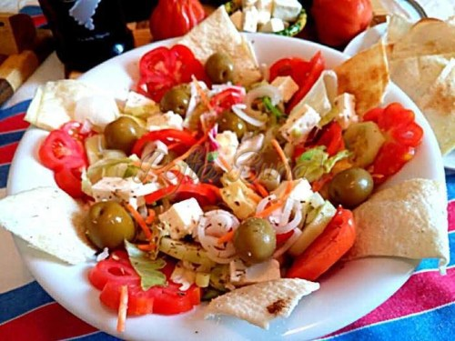 Salata-greceasca-pofta-buna-cu-gina-bradea (3)