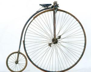 james starley mulai membangun sepeda di inggris tahun 1870 ia memproduksi dengan roda depan yang sangat besar high wheel bicycle sedang
