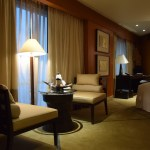 Conrad Bangkok Executive Twin Corner Room - TV and Seating