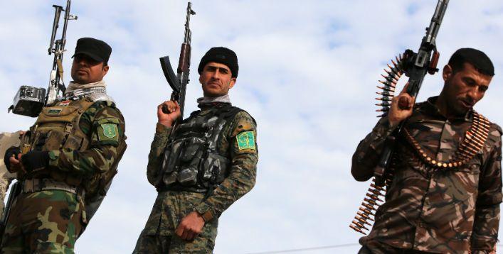 Militantes voluntários xiitas que apoiam o governo do Iraque no combate ao ISIS no vilarejo de Fadhiliyah. Imagem: Ahmad Al-Rubaye / AFP